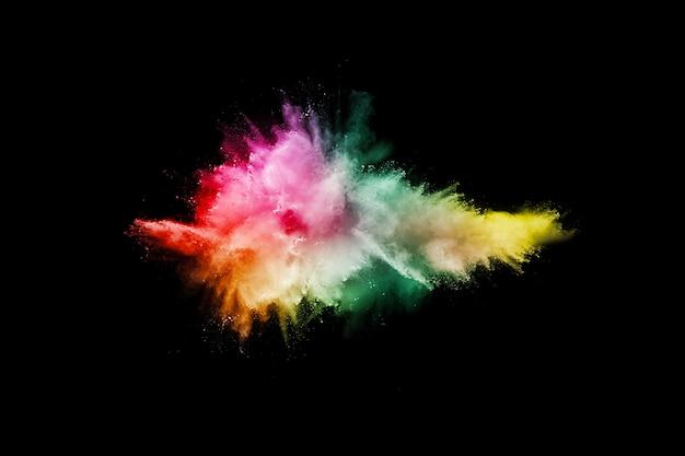 Ha lanciato la polvere colorata su sfondo nero