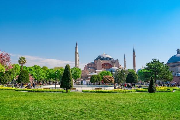 Hagia sophia dal parco sultanahmet di istanbul