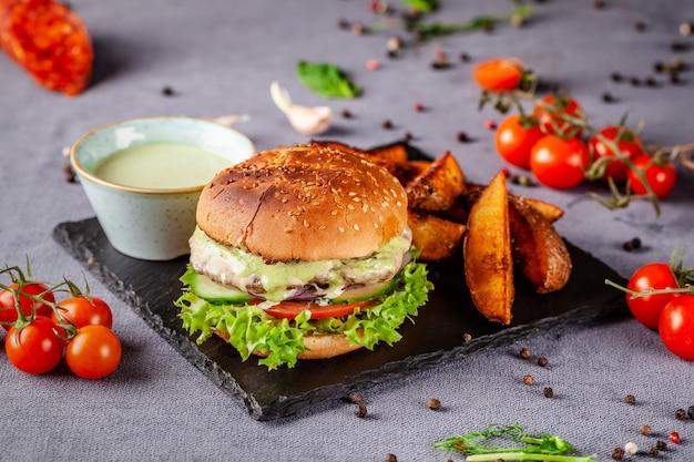 Hamburger americano con tortino di carne.