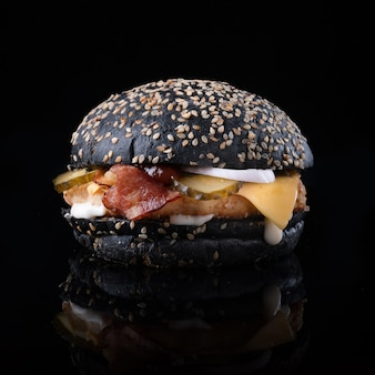 Hamburger con formaggio e lattuga