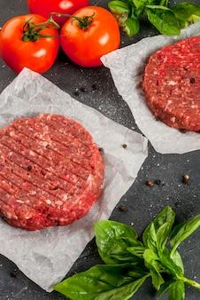 Hamburger di bistecca di manzo macinato crudo fresco