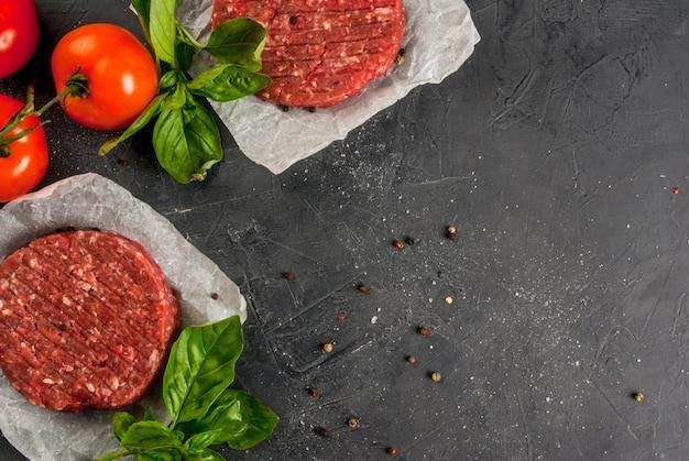Hamburger di bistecca di manzo tritato crudo