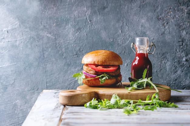 Hamburger di carne fatto in casa