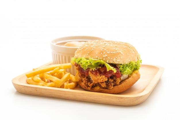 Hamburger di pollo fritto isolato su sfondo bianco