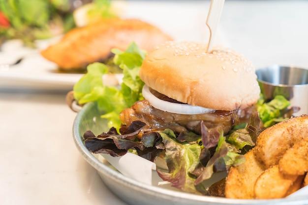 Hamburger di pollo teriyaki