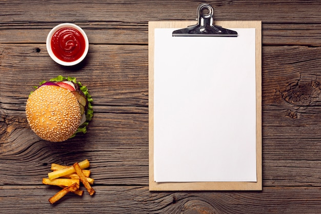 Hamburger di visualizzazione superiore con appunti mock-up
