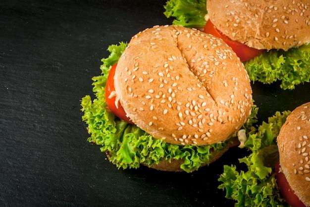 Hamburger fatti in casa preparati al momento