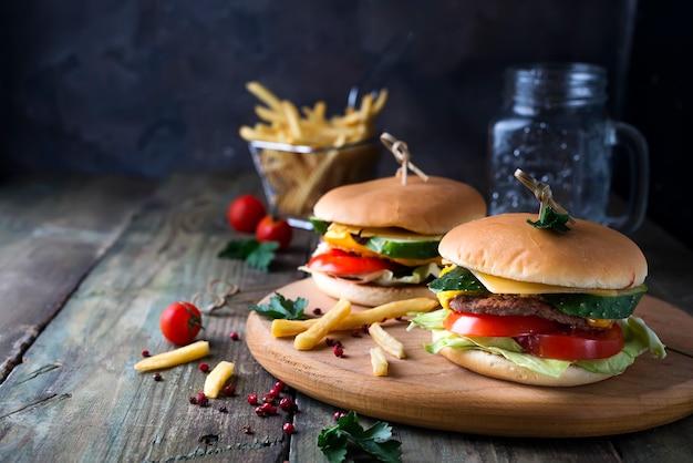 Hamburger fatto in casa con panino