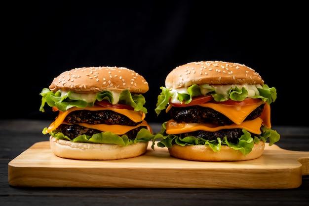Hamburger fresco e gustoso
