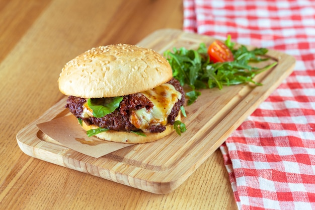Hamburger gustoso e appetitoso