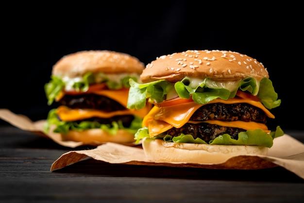 Hamburger gustoso fresco