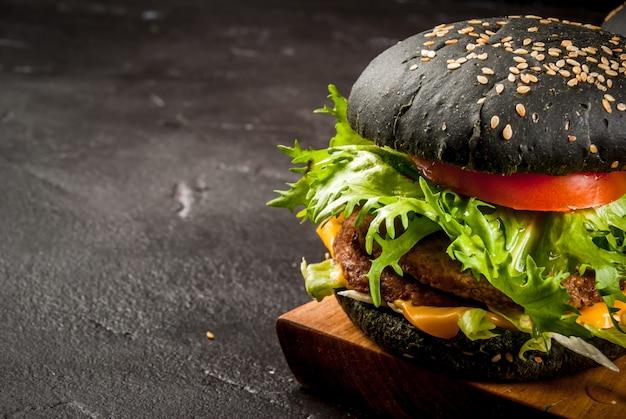 Hamburger neri appena fatti in casa