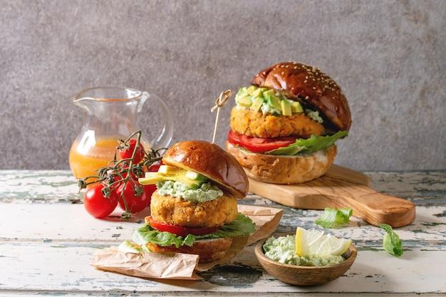 Hamburger vegani con carota