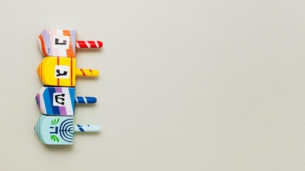 Hanukkah ebraica dreidel con copia spazio