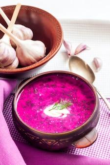 Holodnik - zuppa di barbabietola fredda lituana tradizionale