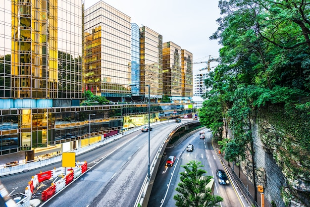 Hong kong costruzione urbana e veicoli stradali, vista notturna