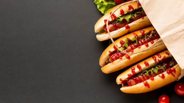 Hot dog deliziosi in sacchetto di plastica