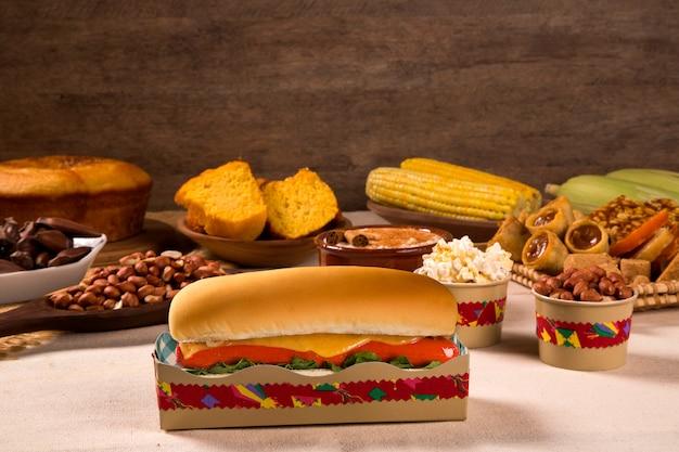 Hot dog. tavolo della festa brasiliana junina