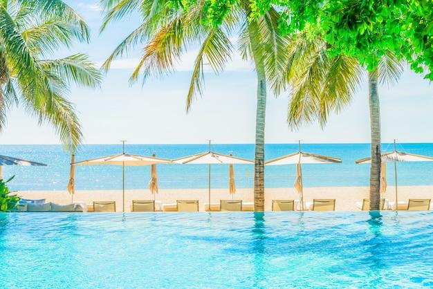 Hotel resort in piscina