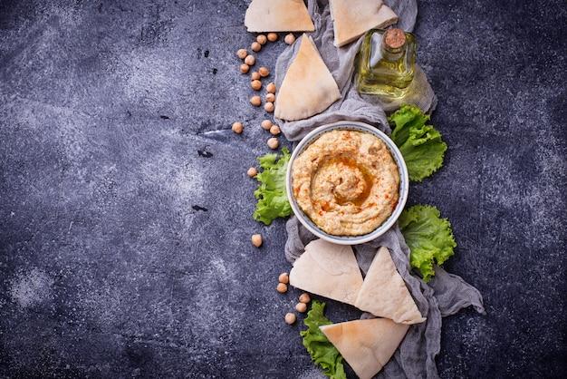 Hummus e pane pita