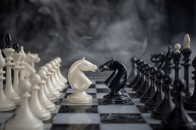 I cavalieri di scacchi testa a testa.