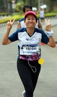 I corridori di maratone amatoriali verranno a competere in un evento di beneficenza che songkhla, in thailandia