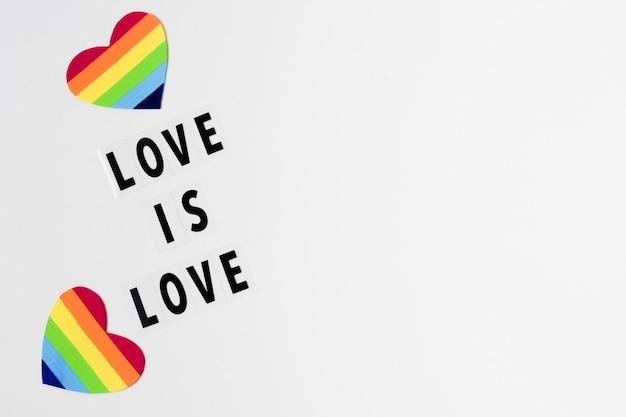 I cuori nell'arcobaleno colora il concetto con lo spazio della copia