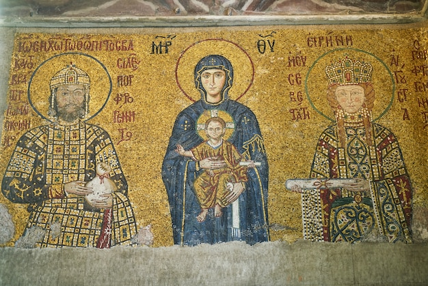 I disegni sul tetto di una chiesa