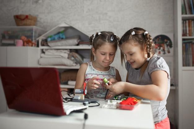 I fratelli raccolgono robot, robotica e infanzia