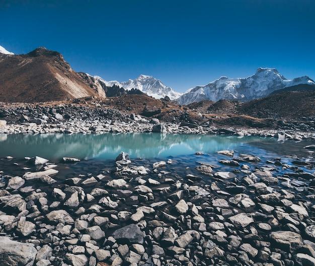 I massi. lago gokyo. himalaya.