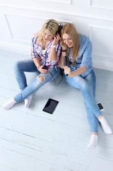 I migliori amici ascoltano musica