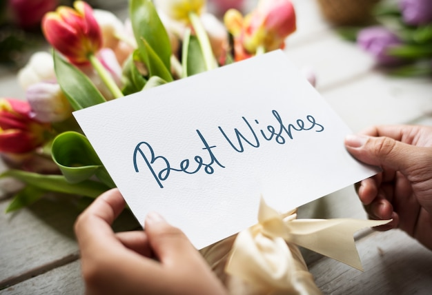 I migliori auguri con un bouquet