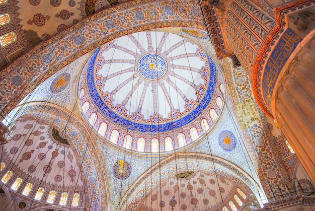 I pellegrini ortodossi hanno visitato la moschea aya sofia durante le vacanze di natale.