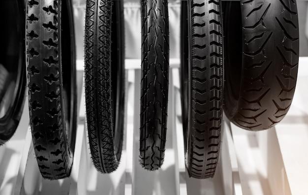 I pneumatici per moto sono la parte esterna delle ruote.