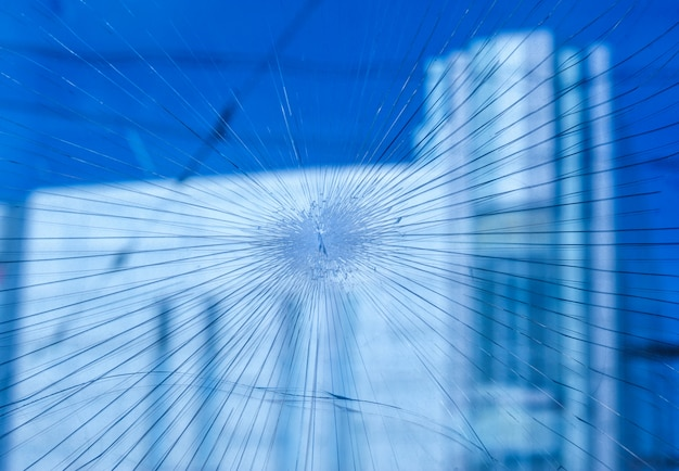 I proiettili hanno perforato il vetro nella finestra