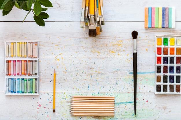 I rifornimenti creativi degli strumenti degli accessori dell'opera d'arte hanno fissato il concetto, disposizione piana
