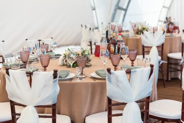 I tavoli sono pronti per una festa