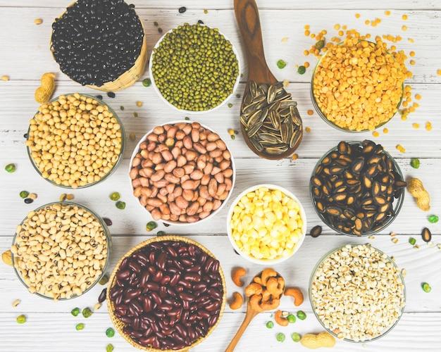I vari fagioli mescolano l'agricoltura dei piselli dell'alimento sano naturale per la cottura degli ingredienti