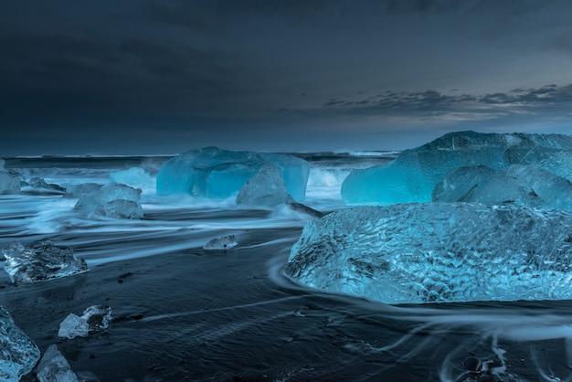 Iceberg alla spiaggia del diamante in islanda