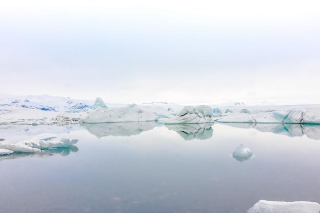 Iceberg nella laguna glaciale, islanda