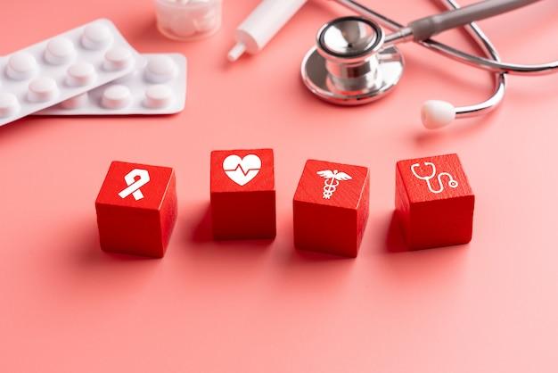 Icona medica sul puzzle per l'assistenza sanitaria globale