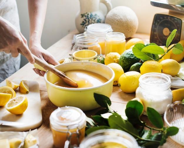 Idea di ricetta di fotografia di cibo cagliata di limone