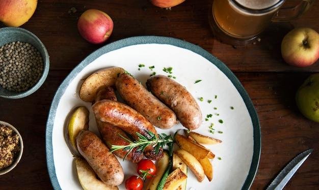 Idea di ricetta di fotografia di cibo salsicce alla griglia