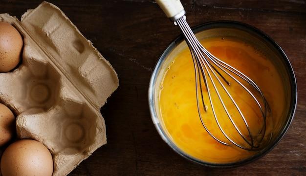 Idea di ricetta di fotografia di cibo uova battute