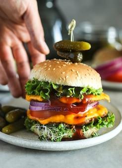 Idea di ricetta di fotografia di foodburger vegan cheeseburger