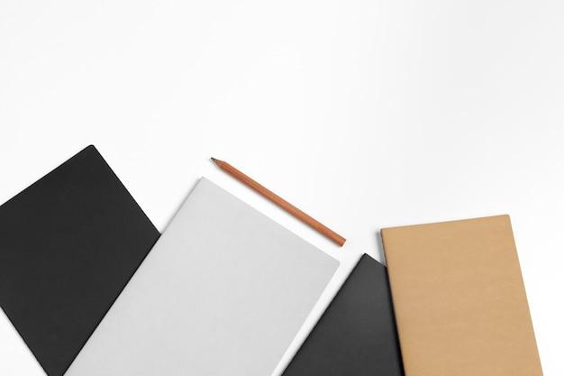 Identità aziendale, set di elementi decorativi in bianco. mock up del marchio