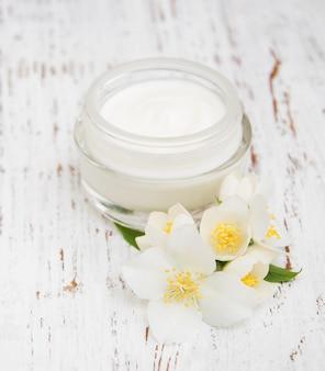 Idratanti crema viso e corpo con fiori di gelsomino
