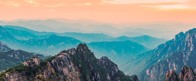 Il bellissimo paesaggio naturale della montagna di huangshan in cina