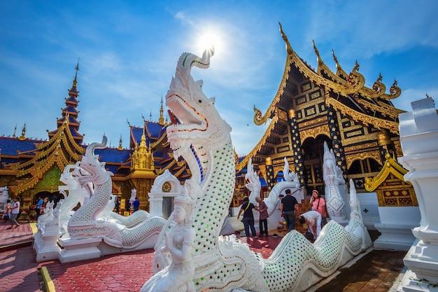 Il bello di wat pipatmongkol è un tempio buddista