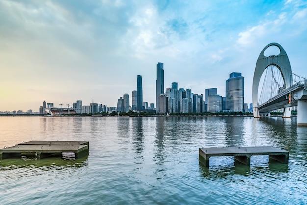 Il bello orizzonte urbano architettonico del paesaggio di canton